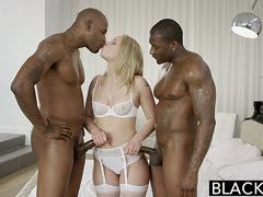 Neger Sandwichfick für Blondine Dakota James